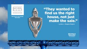 An image of a billboard ad: the ad is showing a door knocker and the Davids & Delaat logo. Text reads